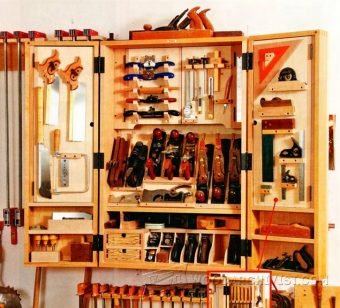3910-Hand Tool Wall Cabinet Plans
